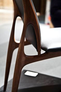 Lovely joinery on this chair Wooden Furniture, Furniture Design, Modular Furniture, Contemporary Furniture, Design Industrial, Wood Joints, Asahikawa, Japanese Design, Furniture Inspiration