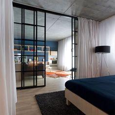13-apartamento-quarto-divisória-vidro-e-cortina