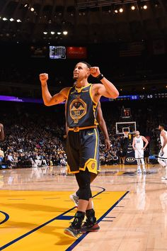 Stephen Curry of the Golden State Warriors reacts during a game against the  Memphis Grizzlies on December 17 2018 at ORACLE Arena in Oakland. 99fec8ad30c1