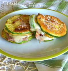 Battered zucchini baked with ham and cheese No Salt Recipes, Veggie Recipes, Cooking Recipes, Healthy Recipes, I Love Food, Good Food, Yummy Food, Antipasto, Cena Light