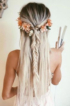 Bohemian hairstyles are worth mastering because they are creative, pretty and so wild. Plus, boho hairstyles do not require much time and effort to do. See more fabulous boho hairstyles. Source by christyhkim Frontal Hairstyles, Plaits Hairstyles, Bohemian Hairstyles, Blonde Hairstyles, Teenage Hairstyles, Mermaid Hairstyles, High School Hairstyles, Romantic Hairstyles, Fashion Hairstyles