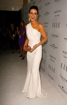 kate beckinsale in calvin klein ! love the simplicity and elegance of her look