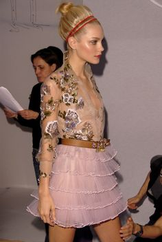 Jessica Stam at Marchesa She's one of my favorite models. Also, I just love Marchesa. Runway Fashion, Fashion Beauty, Fashion Show, Womens Fashion, Fashion Design, Jessica Stam, Party Hard, Christian Dior, Christian Louboutin