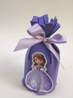 party sofia the first Felt Crafts, Diy And Crafts, Princes Sofia, Foam Sheet Crafts, Sofia Party, Foam Sheets, Sofia The First, Goodie Bags, 1st Birthday Parties