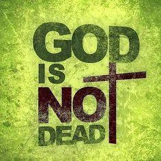 """Assistimos """"Deus não está morto"""" e tivemos a impressão que Ele não está, mas a igreja. Clique no link e comente http://evpo.st/1tgc8xg"""