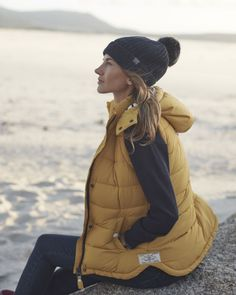 Learn more about >> Check out Vitamin Sea gilet for spring days- love this colour Joules myjoules. Country Wear, Country Outfits, Camping Outfits, Mode Plein Air, Winter Wear, Autumn Winter Fashion, Trekking Outfit, Outdoorsy Style, Summer Hiking Outfit