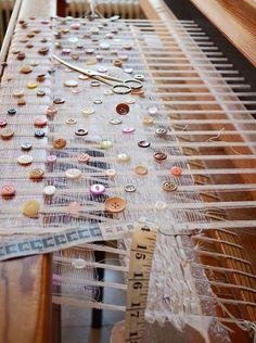 Weaving by Kerstin Åsling Sundberg, via Camilla Engman. Weaving Textiles, Weaving Art, Weaving Patterns, Loom Weaving, Tapestry Weaving, Hand Weaving, Textile Design, Textile Art, Fibre And Fabric