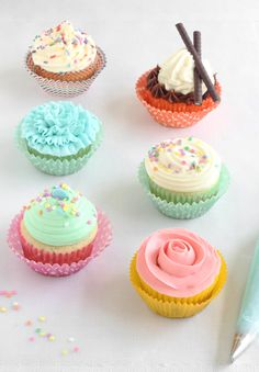 Sprinkle Bakes: Easy Piping Techniques for Cupcakes {with a video tutorial for all 6!}