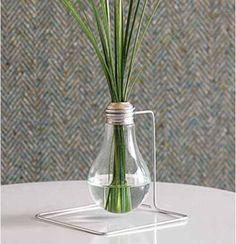lampada riciclata come vaso