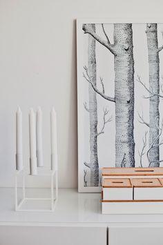 Cubus-kynttelikkö, Woods-tapetti ja Ikean laatikot.