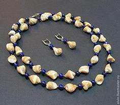 """Комплект """"Песчаный берег"""" - бежевый, синий, комплект украшений, бусы с перламутром, бусы с лазуритом"""