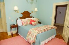 Room 2 in our #Rockland vacation rental offers guests a queen bed, private en-suite bath, and all the modern amenities! Don't forget our homemade breakfast and pie! #Maine