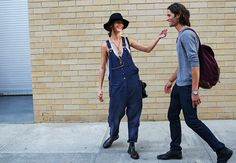 Make some fun wearing casual dark denim overalls! In today's post I want to show you my favorite street style images of women wearing daring, inspired High Street Fashion, New York Fashion Week Street Style, Nyfw Street Style, Casual Street Style, Street Chic, Street Style Women, Jeans Overall, New Yorker Mode, Comme Des Garcons
