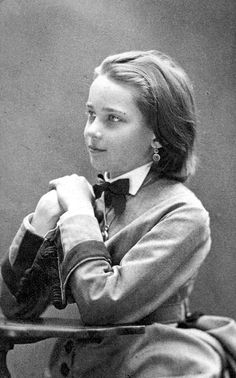 24 Vintage Portrait Photos of Russian Teen Girls from the 1900s