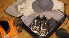 Máme pro vás tipy na rychlé a efektivní zabalení všech nezbytností v kufru. Front Row, Louis Vuitton, Nike, Sneakers, Shoes, Fashion, Tennis, Moda, Slippers