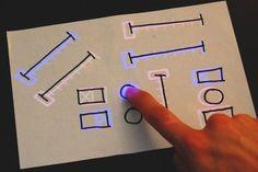 Interface tactile sur un bout de papier - Billy Keyes
