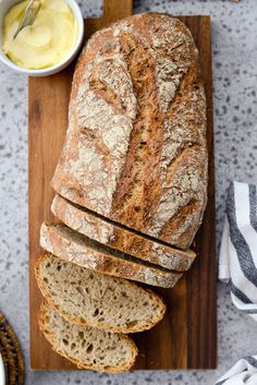 This No-Knead Rye Bread is simple, simply combine the ingredients the day before and let time do its magic. Yields 1 loaf or about 12 slices. Caraway Rye Bread Recipe, Rye Bread Recipes, Healthy Bread Recipes, Bread Machine Recipes, Baking Recipes, Homemade Rye Bread, Dutch Oven Bread, Bread Oven, Vegetarian Recipes