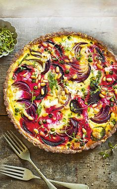 Natalie Seldon's Goat's Cheese & Beetroot Tart Vegetarian Recipe - I used gluten free four and more goat cheese than heavy creams. Pine nuts are key to this recipe an - Vegetarian Tart, Vegetarian Recipes, Cooking Recipes, Healthy Recipes, Detox Recipes, Quiche Vegan, Savory Tart, Savoury Tart Recipes, Quiches