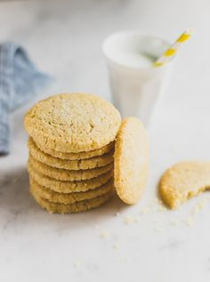 Soft and crumbly butter cookies with a delicate lemon flavor.