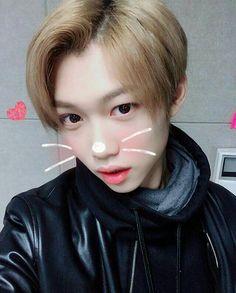 Lee Felix, so cute. Minho, Felix Stray Kids, Kid Memes, Lee Min Ho, Freckles, Bangs, Wattpad, Cute, Instagram