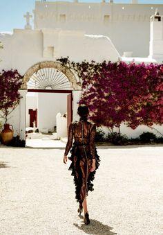 Irina Shayk surge deslumbrante na Vogue Japão de setembro