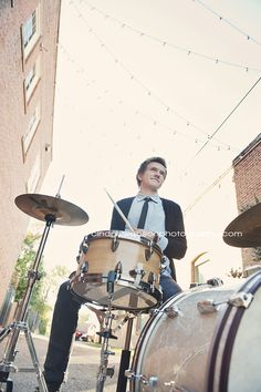 cindy swanson photography senior photographer | Senior guy | Senior boy pose | drummer #drums