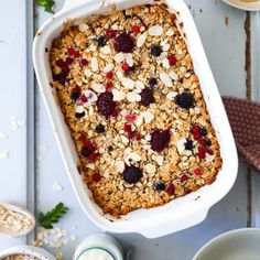 Baked oats recipe with berries Breakfast recipe baked oatmeal muesli recipe granola sugar cinnamon a Power Breakfast, Breakfast Cereal, Baked Oats, Overnight Oatmeal, Mixed Berries, Kids Meals, Breakfast Recipes, Breakfast Ideas, Food And Drink