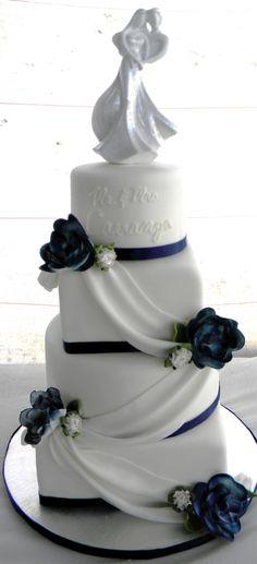 Stunning navy blue and white wedding cake