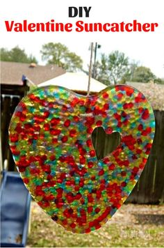 DIY:Sun Catchers are perfect craft projects for kids and adults alike. These suncatchers are made easily using pony beads. Crafts To Make, Fun Crafts, Arts And Crafts, Colorful Crafts, Craft Projects For Kids, Diy Projects, Craft Ideas, Diy Ideas, Craft Tutorials