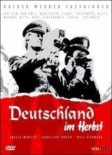 CINE(EDU)-390. Alemania en otoño. Dir.  Alexander Kluge. Alemaña do Oeste, 1978. Documental. Ofrece unha visión sobre a Alemaña de finais dos 70. Unha época marcada polo terrorismo de esquerdas do Baader Meinhof. Para lograr a liberación de 3 dos seus líderes encarcerados, a banda secuestrou un industrial. Tras o suicidio no cárcere destes líderes, o estado alemán foi sinalado como executor destas mortes: un posible crime de estado. http://kmelot.biblioteca.udc.es/record=b1456943~S1*gag