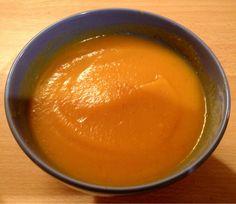 Pour 4 personnes : 1 oignon, 2 gousses d'ail, 1 bouillon KUB Or, 2 à 3 belles carottes, 1 pomme de terre moyenne, 1 navet boule d'or, 2 courgettes, 1 tomate On me demande souvent les recettes que je réalise lors de mes démonstrations. Et bien voici celle...