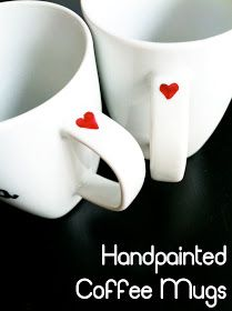 DIY- Custom Coffee Mugs ( do they sell red sharpie's? Painted Coffee Mugs, Hand Painted Mugs, Cute Coffee Mugs, Coffee Cups, Easy Coffee, Diy Becher, Make Your Own Clay, Design Your Own Mug, Cadeau Couple