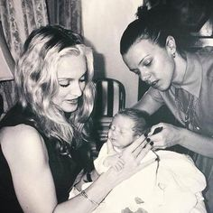 Madonna, along with his son Rocco and his friend Debi Mazar heart emoticon Madders here I share with you my channel from Instagram and Facebook where I always info about Madonna and other artists. Greetings! Facebook: https://www.facebook.com/robinssuarez Instagram: https://www.instagram.com/robinssuarez/