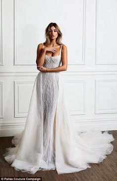 Pallas Couture A coleção nupcial Blanché - glam style - Gowns Pallas Couture, Dream Wedding Dresses, Bridal Dresses, Couture Wedding Gowns, Couture Bridal, Designer Wedding Dresses, Wedding Dresses Fit And Flare, Arabic Wedding Dresses, Gowns Couture