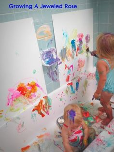 Growing A Jeweled Rose: Messy Play in the Bath- Creative Art Station -- use washable paints/markers, take up poster board to the bathroom walls, and let them have at it -- mess contained! Educational Activities For Kids, Rainy Day Activities, Craft Activities For Kids, Toddler Activities, Painting Activities, Toddler Fun, Toddler Crafts, Diy For Kids, Crafts For Kids