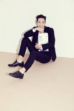 Someone should just shoot a full book of Lee Soo Hyuk smiling and laughing. It's so rare and hard to see his smiling/laughing face!!! He look even more handsome with a smile on... ...
