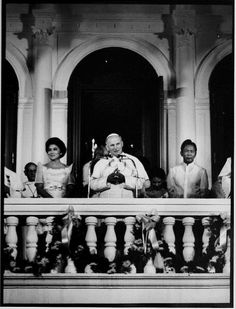 9 Surprising Facts About Papal Visits To The Philippines Ferdinand, People Power Revolution, Philippine Army, President Of The Philippines, Philippines Culture, Filipiniana, Pope John Paul Ii, Power To The People, Asian History