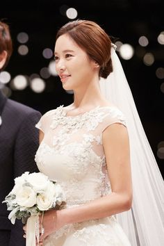 Photos from Hwang Jung Eum's glamorous wedding! Description from dramafever.com. I searched for this on bing.com/images