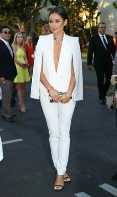 White cape blazer - white cape blazer outfit - cape blazer outfit - business outfit business chic outfit - stylish business outfits - white pantsuit outfit for women Look Fashion, Fashion Outfits, Womens Fashion, Petite Fashion, White Cape Blazer, White Pantsuit, Mode Kimono, Look Blazer, Casual Blazer