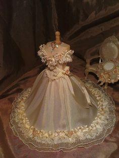 Elegant weddinggown 1/12th scale van LittleDayDreamStore op Etsy