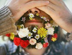 Flower beard trend sees hipsters weave foliage into their facial . Bart Trend, Hair And Beard Styles, Hair Styles, Flower Beard, Grunge, Indie, Hipster Beard, Hipster Guys, Beard Love