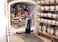 Im Jahre 1978 schafften wir wieder einen Salzofen an. Nachdem die Herstellung salzglasierten Steinzeugs für 16 Jahre geruht hatte, wurde die Produktion dessen nun mit einem gasbefeuerten Kammerofen wieder aufgenommen.