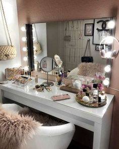 20 best makeup vanities & cases for stylish bedroom makeup vanity decor Sala Glam, Vanity Room, Bedroom With Vanity, Mirror Vanity, Dressing Table In Bedroom, White Vanity Desk, Ikea Dressing Room, Vanity Set Up, Ikea Malm Dressing Table