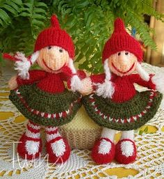 Here are our Christmas Gnome Knitted Dolls - Gnomes and Gnomettes. The pattern is our own idea. It for Advanced Beginners Knitters. Knitting Dolls Free Patterns, Knitted Dolls Free, Knitting For Kids, Free Knitting, Knitting Projects, Crochet Toys, Christmas Gnome, Christmas Knitting, Christmas And New Year