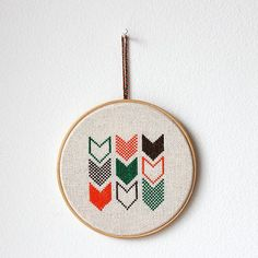 Items similar to Chevron - Embroidery in wooden hoop - Geometric - Minimalist - Gift idea on Etsy Embroidery Patches, Diy Embroidery, Cross Stitch Embroidery, Embroidery Patterns, Easy Cross Stitch Patterns, Simple Cross Stitch, Chevron, Wooden Hoop, Cross Stitching