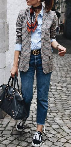 Best Street Style Looks Of Winter 2018 fashionable outfit / shirt + blazer + bag + jeans + sneakers Look Blazer, Plaid Blazer, Oversized Blazer, Mode Outfits, Casual Outfits, Fashion Outfits, Sneakers Fashion, Tomboy Outfits, Casual Jeans