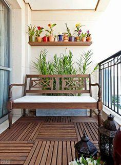 Piso varanda - deck de madeira #banco #plantas