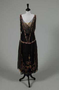 A Paquin sequined tulle cocktail gown, c. 1919, Kerry Taylor Auctions