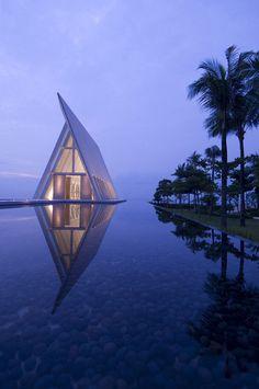 Top 10 Infinity Pools Hilton Worldwide | DesignRulz