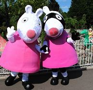 Who likes Zoe Zebra and Suzy Sheep? They will be appearing at Peppa Pig World this half term! Disfraz Peppa Pig, Peppa Pig World, Splash Park, Family Theme, School Holidays, Suzy, Twinkle Twinkle, Fall Halloween, Sheep